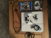 PS4 500GB ICE WHITE - 1 PAD - 3 GAMES - PERFECT CONDITION