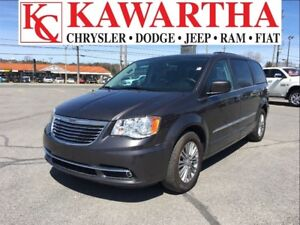 2016 Chrysler Town & Country Touring L *LEATHER SEATS* WHAT A DE