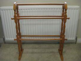Pine towel rack