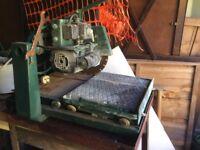 Upright clipper brick saw ,