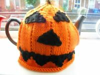 Halloween tea pot and cosy