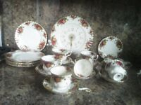 Vintage Royal Albert Bone China Old Country Rose 33 piece set