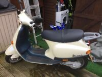 Mint condition Vespa ET2 50cc 2 stroke motorcycle
