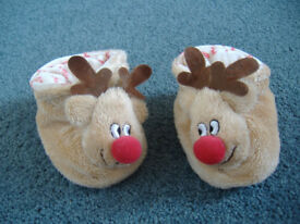 BABYS CHRISTMAS NOVELTY BOOTEES 0-3 MONTHS OUTFITS / CLOTHES