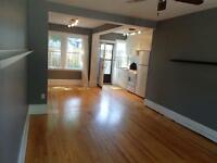 **COTTAGE LIVING IN THE HEART OF THE CITY** 83N