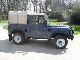 Land Rover Defender 90 300 TDI 4 x 4 Pick up and Canopy 2.5cc 111bhp