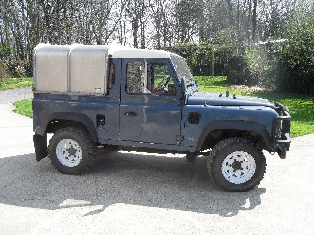 land rover defender 90 300 tdi 4 x 4 pick up and canopy 111bhp in haverfordwest. Black Bedroom Furniture Sets. Home Design Ideas