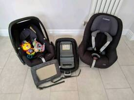 Maxi Cosi Family Fix iso Base with Pebble (0-13kg) & Pearl (9-18kg) car seats and rear view mirror