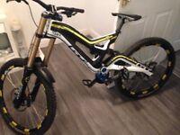 GT FURY 2013 downhill bike, carbon fibre frame for sale