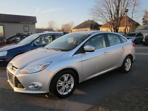 2012 Ford Focus SEL automatique toit ouvrant mags