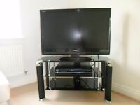 Toshiba Regsa TV 37ins Black HD / Freeview with Stand and DVD Player/Hardrive box Remote Control