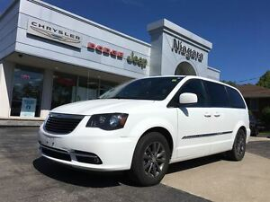 2015 Chrysler Town & Country S,POWR DOORS,LIFTGATE,S PCKG