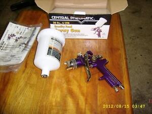 BRAND NEW 20 OZ GRAVITY FEED SPRAY GUN