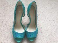 Faith ladies glamorous turquoise blue peep toe shoes size 4