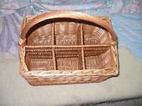 House clearance! Light brown wicker/ rattan/ hamper/ storage/ picnic 6-bottle basket in VGC!