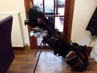 REDUCED SET OF GOLF CLUBS AND STAND BAG