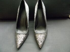 Ladies Shoes Size 5 Pointed Sparkly Silver and Black shoes New in box Made by Shoe Box S&B