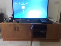 Wood tv stand/cabinet unit suitable for large screen tvs