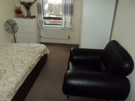 COUPLES Welcome. Double room in Quiet Recently built house. Ilford/Barking