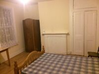 Beautiful double room, close to Queen Road Peckham Station, all-inclusive rent