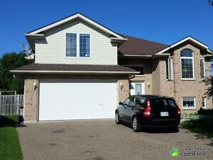 $330,000 - Raised Bungalow for sale in Windsor