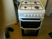Free standing gas cooker indesit