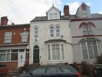 ***ONE BED STUDIO***GLADSTONE ROAD***EXCELLENT LOCATION***WALKING DISTANCE TO AMENITIES**DSS