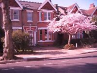 EALING COMMON LARGE BRIGHT DOUBLE ROOM TO RENT IN FLAT WITH SUNNY BALCONY. SHARE WITH FOUR OTHERS