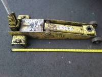 "Trolley jack 2.5t swl 19""/500mm approx lift. Solid construction"