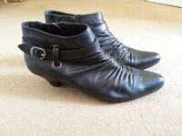 Nice women shoes in very good condition UK size 6,5-7