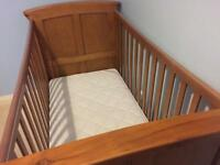 Mamas and Papas cot/bed set