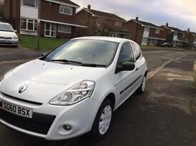 White Renault Clio . 1.1L engine. Ideal first car