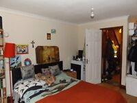 A large double room £650 (Bill inclusive), Walking distance to New Malden station