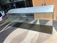 4 ft fish tank with only lid v g c no leaking at all u can look pic