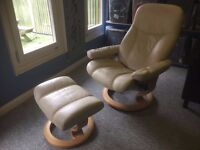 Stressless Diplomat Recliner with Foot Stool Leather Beige Chair DANIELS