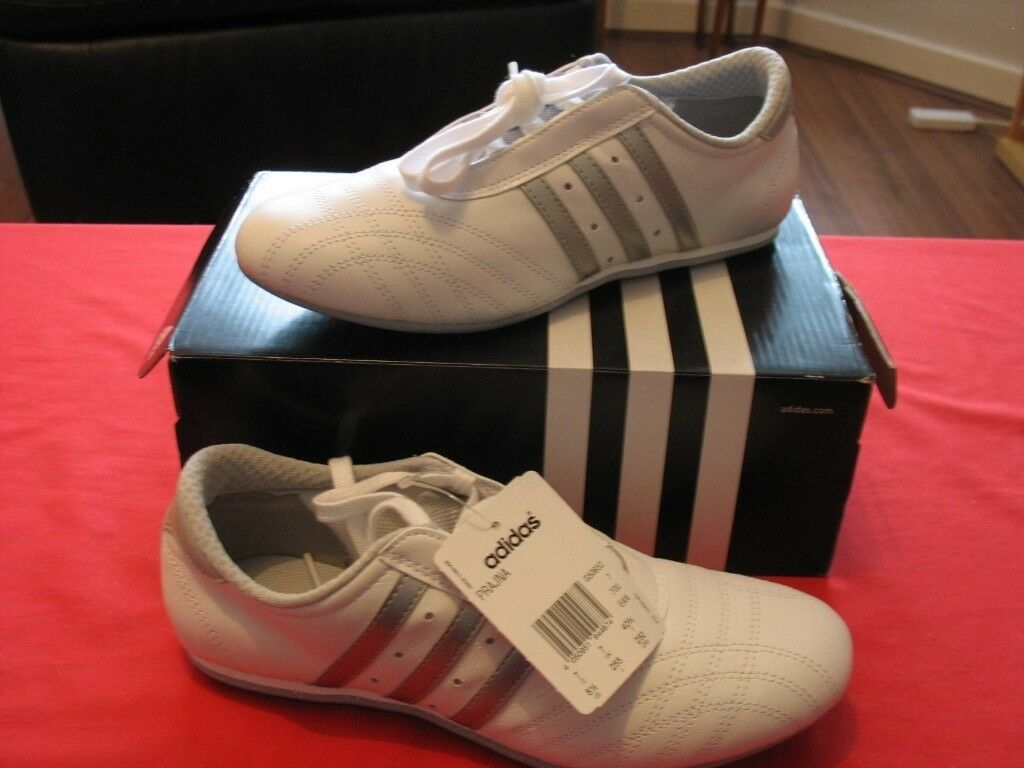 8db80c44d5bf ADIDAS White   Silver Ladies Lightweight Trainers - BRAND NEW - BOXED