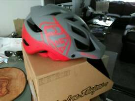Troy lee A1 drone md/lg helmet