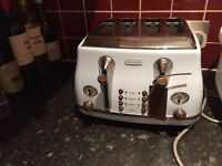 Delonghi toaster in blue