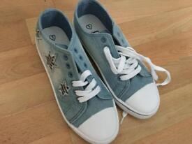 Brand new size 7 canvas shoes
