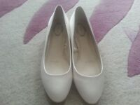 USED DEBENHAMS DEBUT IVORY SATIN WEDDING SHOES SIZE 6 EXCELLENT CONDITION