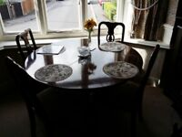 Gorgeous Dining Table and Chairs
