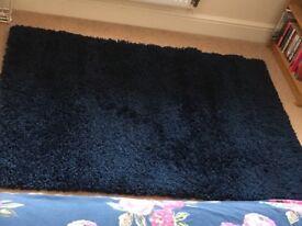 Navy shaggy rug - 110 x 160 cm