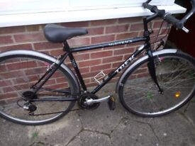 Trek Multitrack 700 hybrid bike - 21 speed - medium size - 700c Wheels