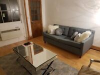 Double room / shared living area / quiet and convenient location / under 5 minutes to tubes