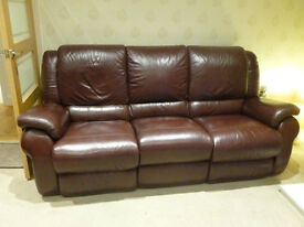 MAROON LA-Z-BOY 2 SEATER AND 3 SEATER LEATHER SOFA'S