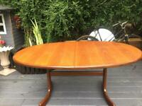 A VINTAGE/ANTIQUE G-PLAN FRESO 6/8 SEATER EXTENDING TEAK DINING TABLE FREE DELIVERY