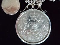 1977 Queen Elizabeth II Silver Anniversary Coins (one set in scroll top pendant with silver chain).