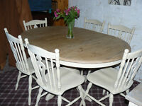 Beautiful Solid Round/Oval Extendable Shabby-Chic Dining/Kitchen Table with 6 Chairs