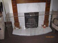 extendable fire guard height 69 cm(27 ins) depth 44 cm(17 ins) length 150 cm(59 ins) good condition