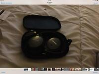 Qc25 Bose over ear headphones